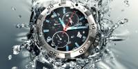 Uhr im Wasser